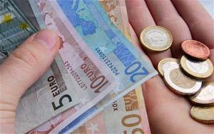 euro_coins_notes_hand